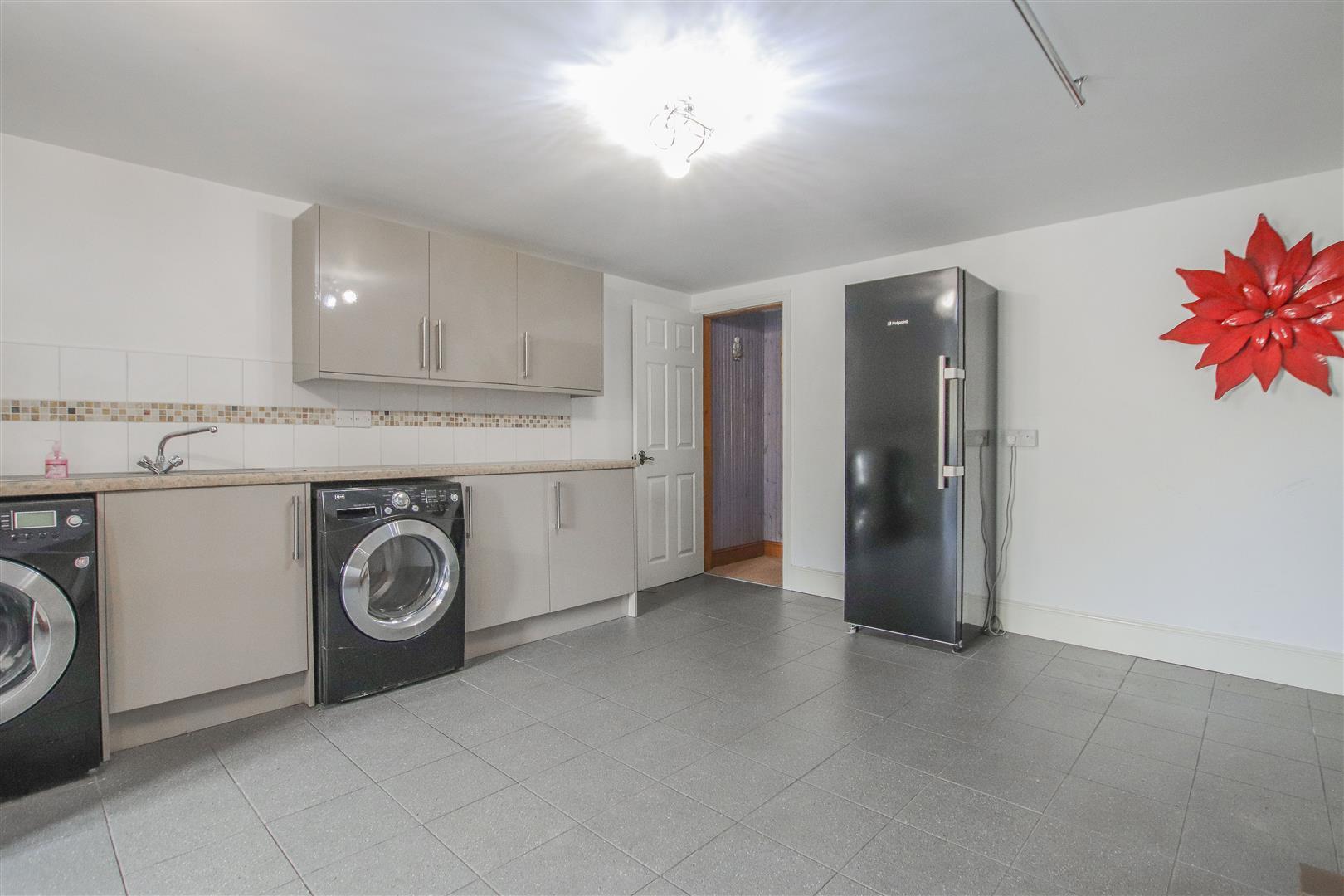 4 Bedroom Detached House For Sale - 21.JPG